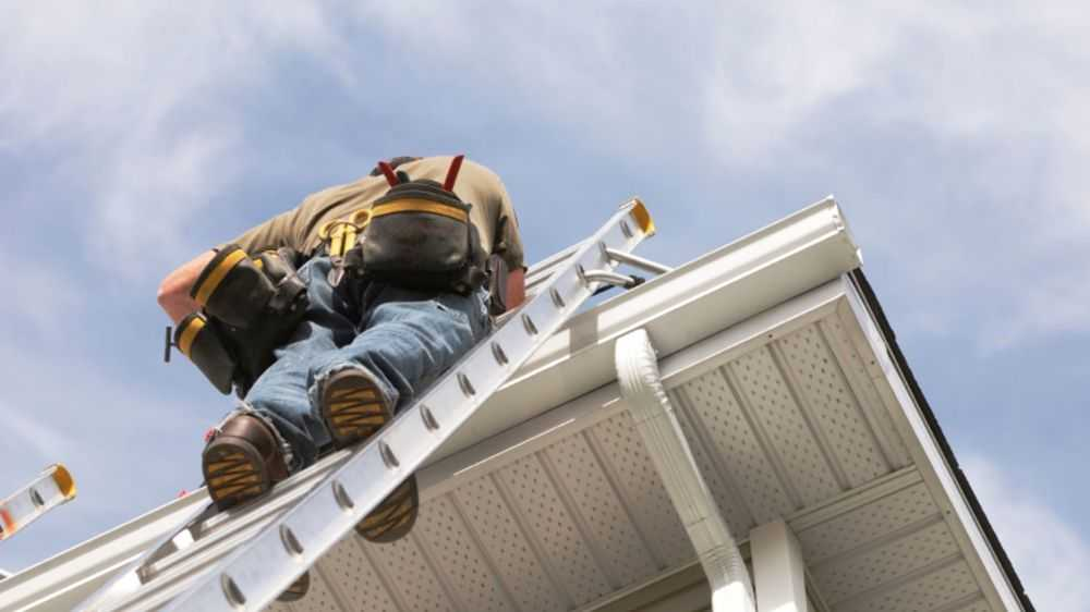 GG Roofers man working on gutters in Great Neck House